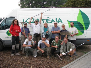 Náš zkušený realizační tým (foto z výročního grilování)